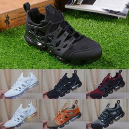 schwarze sport-sandale Rabatt 2019 Herren Sommer Kissen Sandalen Mode Schwarz Weiß Orange Rot Herren Trainer Atmungsaktive Sport Turnschuhe Größe 40-45