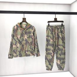2019 chaqueta de camuflaje moda mujer 2019 Moda Inglaterra Londres Hombres Lujo Todo sobre Estampado Camuflaje Deporte Sudadera Pantalones Traje Mujeres Cremallera Con Capucha Chaqueta Pantalones Chándal chaqueta de camuflaje moda mujer baratos