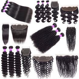 pacotes curly kinky baratos Desconto 9A Brasileira Feixes de Tecer Cabelo Humano Barato Com Fechamento de Onda Profunda Kinky Curly Hair Extensions Feixes de Cabelo Virgem Com 13x4 Lace Frontal