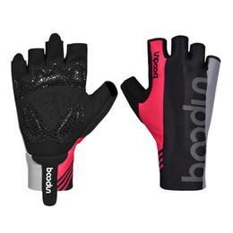 спортивные перчатки девушки Скидка Профессиональный велоспорт Rider Силиконовая резина Противоскользящие демпфирования Половина пальцевых перчаток Дышащий Бедро эластичность гибкие спортивные перчатки