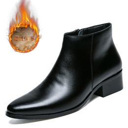 Botas estilo puntera estilo británico online-Tobillo del dedo del pie acentuado Zip Men Boots Costura baja Botas de moto Vintage sólido estilo británico zapatos otoño invierno