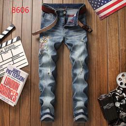 Petit jean en Ligne-2019 Nouveaux Jeans Haute Qualité De Luxe Hommes Designer Jeans Patch Mince Peinture Petits Pieds Locomotive Hommes Jeans Taille 28-38