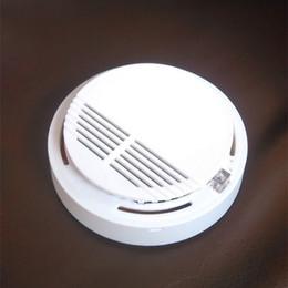 Detectores de fumaça do sistema de alarme sem fio on-line-Alarmes de Detector de fumaça Sistema de Alarme de Incêndio Detector Sem Fio Detectores Sem Fio de Segurança Em Casa de Alta Sensibilidade Estável LED W 85DB 9 V Bateria 50