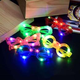 éclairage de fête Promotion LED lumière lunettes de soleil en plastique Lunettes Glow Light Up Jouet en verre pour Kids Party Celebration Neon Noël Décorations SHow Nouvel An