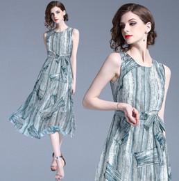 vestidos de linhas verticais Desconto Mulheres colete vestido de verão elegante prata listras verticais imprimir Chiffon saia em torno do pescoço sem mangas de cintura alta grande balanço magro vestido de renda