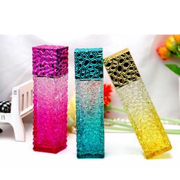Estuches cúbicos online-Diseño de cubos de agua Botellas de perfume vacías 50 ml Atomizador colorido Espuma de vidrio Recargable Botella Travle Aerosol Caso de olor RRA1346