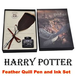Regalo di harry potter regalo online-Harry Potter Feather Quill Pen Set Calligrafia Dip Pen Set con il regalo della penna inchiostro Set per Ventilatori da regalo