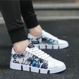 Nuovo 2018 Estate Autunno Marca Sneaker Traspirante Ragazzi Nero Bianco Basso top Scarpe di tela Uomo Appartamenti Stringate Scarpe casual da uomo LF-58 cheap mens canvas shoes for summer da pattini di tela di canapa per l'estate fornitori
