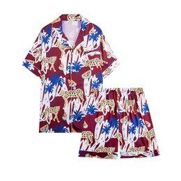 Pijamas cortos de dos piezas de seda online-Pijamas de seda de simulación más nuevos para hombres Verano fresco de manga corta con pantalones cortos Pijamas de dos piezas para el hogar para dormir