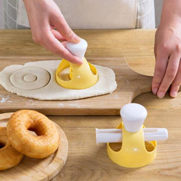 plastic doughnut Promo Codes - Donut Mold Kitchen Desserts Bread Patisserie Bakery Baking Tools Cutter DIY Food Cookie Cake Stencil Doughnut Maker Mould