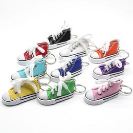 Bolsos de deporte casual online-Zapatos de lona Llaveros Deporte Tenis Zapato llavero 3D Novedad Casual Zapatos coloridos Llaveros Titular Bolso colgante regalos TTA850