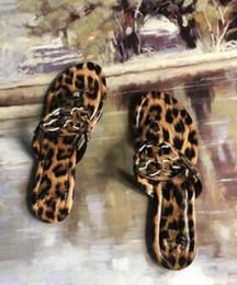Cinturino online-TB Miller pelle di pecora verniciata Ms Sandals Beach piatta T-strap perizoma Pantofole TORY-B Flip-flop pantofole firmata suola in gomma spedizione gratuita