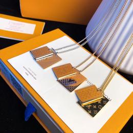 Piatti di cloisonne online-Collana di design Collana con etichetta in edizione limitata 2019 Gioielli di moda di lusso Rivestimento in acciaio con placcatura in oro 18 carati Real Gold Plaid Poring Metal Na