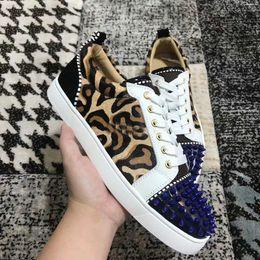 Zapatillas de leopardo de fondo rojo online-Venta barata Red Bottom Sneakers Leopard Hair Spikes Casual Para Mujeres Hombres Ocio Diseñador de moda Louisflats Calzado más tamaño: 35-47