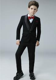 komplette hochzeit Rabatt Maßgeschneiderte Hochwertige Cool One Button Schal Revers Kid Komplette Designer Hübscher Junge Hochzeitsanzug Jungen Kleidung (Jacke + Pants + Weste)