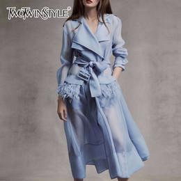 feder-stil kleider Rabatt TWOTWINSTYLE Voile Lace up Windjacke Kleid Frauen Langarm-Feder-Taschen Sexy-Partei-Kleider Weibliche elegante Kleidung 2019 V191108
