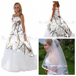 Guarnición del desgaste online-Vestidos únicos de novia de camuflaje con velo Blanco Real Tree Una línea de vestidos de novia con cordones Volver Vestidos de camuflaje personalizados Vestidos de novia