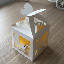 Caixa de corte a laser on-line-requintado borboleta do chuveiro do bebê oco out Laser Cut caixas de presente de chocolate doce nupcial caixa de aniversário com fitas lembranças do país de casamento