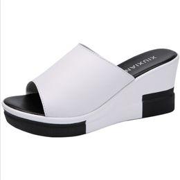 a3f4fe3a4 2019 sapatos de verão feminino 2019 verão nova cunha de couro com sandálias  das mulheres e