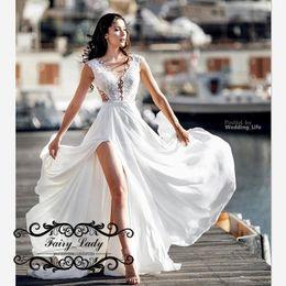 2084a3f40c Vestido de novia largo de playa de Bohemia que fluye a lo largo del cordón  blanco 2019 Lado dividir una línea Vestidos de novia blancos Vestido De  Noiva