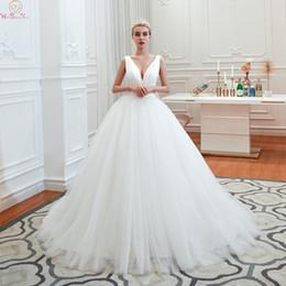 Argentina 2019 nuevo piso de longitud blanco marfil vestidos de novia elegante Tull profundo cuello en V vestido de bola simple plisado vestidos de novia vestidos de novia Suministro