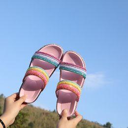 Flip flops piattaforma rosa online-RASS PLE 2019 Donna Donna Glitter Crystal Rainbow Pantofole a strisce Piattaforma Sandali da spiaggia estivi Flip Flop Slip On Scivoli Scarpe