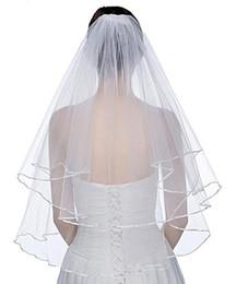 Cetim ceil on-line-2019 New Elegante Véus De Noiva Curto 2 Camadas Véus de Noiva com Pente 2 Camadas de Marfim Branco Véu Do Casamento de Cetim Borda Tule Boa Qualidade