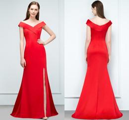 2019 vestidos de dama de honor baratos rojos atractivos 2019 Diseñador Red Split noche vestidos de baile elegante sirena fuera del hombro fiesta Celebrity vestidos baratos damas de honor vestido rebajas vestidos de dama de honor baratos rojos atractivos