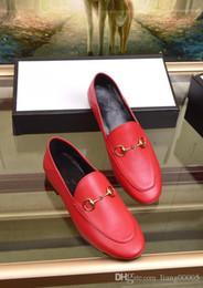 2019 sandalias planas damas negro antideslizante sandalias de fiesta de boda para mujer remaches de lujo diseñador con parte superior hueca sandalias de lujo rui190404 desde fabricantes