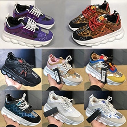 women shoes white soles Promo Codes - Chain Reaction Casual Shoes For Mens Women Black White Pink Fashion Trainers Lightweight Link-Embossed Sole Sports Designer Men Sneakers