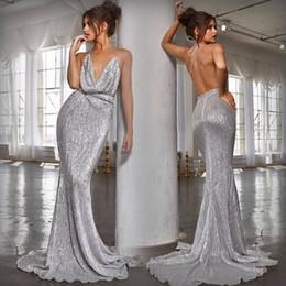 Abito da sera d'argento scintillante online-2019 Sexy New Silver Ruffles Paillettes Sirena Prom Dresses Halter Aperto Indietro Sparkly Abiti da sera Plus Size Celebrity Dress