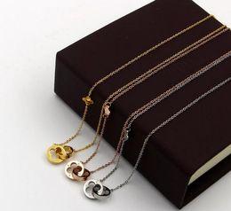 Canada En gros de mode sauvage creux double-anneau trèfle à quatre feuilles chanceux herbe collier femme titane acier rose or bijoux ne se fanent pas Offre