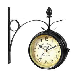Parete orologio digitale appesa online-Orologio da parete bifacciale in stile europeo Orologi classici creativi Orologio da parete appeso in bianco e nero Orologio da parete digitale Art Home Decor