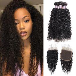 Billige lockige haareinschlagfäden online-Indisches Haar verworrene lockige Welle 3 Menschenhaar-Bündel mit Schließungs-preiswertem peruanischem reinem Menschenhaar-Schuss-Großhandelspreis