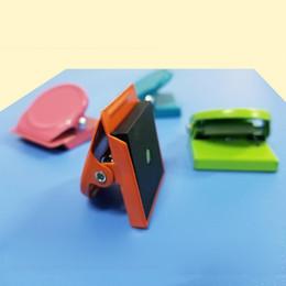 2019 alte haken 12 STÜCKE Verschiedene Farben Metall Magnet Magnetische Haken Clips für Home Küche Büro Schule Pantry Arbeitszimmer Studio günstig alte haken