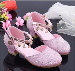 2019 yeni Latin dans ayakkabıları kızlar yumuşak alt düşük topuk dans ayakkabıları çocuk gösterisi sahne ayakkabı prenses yaz serin supplier low heel latin dance shoes nereden topuklu latin dans ayakkabıları tedarikçiler