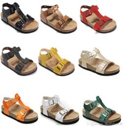 2019 pantofole originali in pelle fashion design Sandali piatti da donna da uomo nuovi di zecca Comodi casuali Scatola da scarpe originale con due fibbie Pantofola in vera pelle da spiaggia estiva sconti pantofole originali in pelle