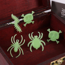 halloween spider rings Coupons - 13-14 pcs set Halloween luminous insects rings green soft silicone Cool Spider Bat Creepy Animal Design Finger Decor ring