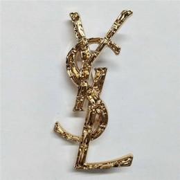 Designer Exquisite Gold und Silber schwarzen Buchstaben Brosche für Frauen Statement Brand Fashion Broschen Pins Zubehör Schmuck Geschenk von Fabrikanten