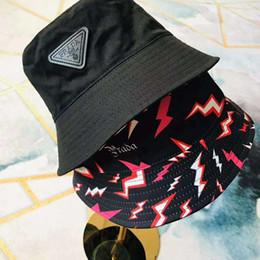 2019 fascinadores de navidad Gorras de diseñador Sombreros de ala tacaños de lujo para hombres Mujer con diseño de rayos 2 caras Diseño de marca Sombreros de otoño ajustados Gorra de tapas calientes de alta calidad