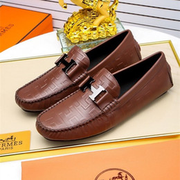 Zapatos de vestir para hombre de tacón plano online-2019 moda para hombre mocasines zapatos de cuero vestido de boda zapatos casuales a pie Paris Office Drive talón plano bombas de calidad superior Size38-45