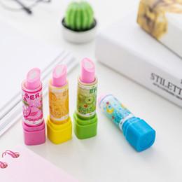 2019 niños lápiz labial al por mayor Color aleatorio Simulación elegante Forma de lápiz labial Novedad Patrón de fruta encantadora Borrador de lápiz de estudiante