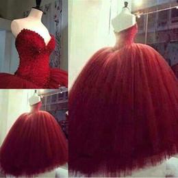 2019 barato modesto vestidos vermelhos Modest Sexy Escuro Vermelho vestido de Baile Vestidos de Casamento Querida Pérolas Frisado Tulle Vestidos De Noiva Do Casamento Plus Size Vestido De Noiva Puffy Barato barato modesto vestidos vermelhos barato