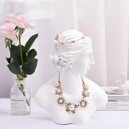 sesso dei modelli sexy Sconti [DDisplay] Resina Goddness statua bianca mostra dei monili del basamento della visualizzazione Grazioso Necklace Standing Vetrina Glamour Beauty Lady Pendant