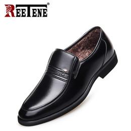 Oficina formal vestidos de invierno online-Venta al por mayor Autnum Winter Men Dress Shoes zapatos cómodos zapatos formales de cuero genuino de los hombres zapatos de oficina tamaño grande 37-48