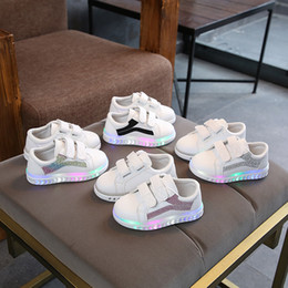 645f4c1eb9b5 2019 schuhe bunte schuhe Kinderschuhe sports bunte beleuchtete Kinder  beiläufige Schuhe heiße Verkäufe kühlen Säuglingstennisbabyqualitätsmädchen-