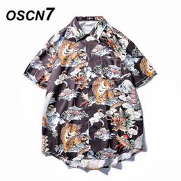 Praia moda coreia on-line-OSCN7 Impresso Camisas Homens Rua de Manga Curta 2019 Moda Verão Praia Mens Camisa Solta Casual Coréia Chemise Homme 662