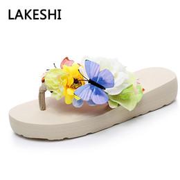Sandali bianchi neri di boemia online-Pantofole da donna LAKESHI 2018 Infradito Estate Sandali da donna Scarpe da spiaggia bohemien Nero Bianco