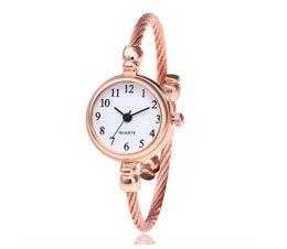 Relógio pulseira tendência on-line-Relógios de senhora de quartzo com vendas quentes em moda de comércio exterior Relógios de pulseira de ouro de moda por atacado de Students'Bracelets e relógios