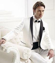 2019 атласные штаны для мужчин Новый дизайн Ivory Groom Tuxedos Black Satin отворотом Best Man Groomsmen мужчин Свадебные костюмы Жениха (куртка + брюки + ремень + Tie) 675 дешево атласные штаны для мужчин